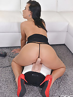 Sybian Princess - Takes Her Pussy on a Joyride free photos and videos on 1By-Day.com