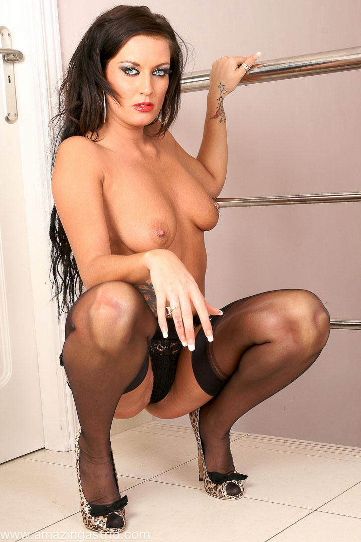 FREE big tits, high heels Pictures - XNXXCOM